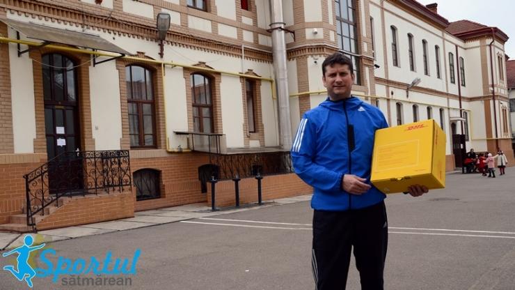 """Rugby. Proiectul """"DHL livrează rugby""""a ajuns în școlile din Satu Mare"""