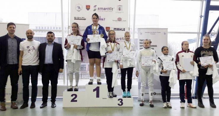 """Scrimă   Teodora Șofran (CS Satu Mare), câștigătoare la """"Cupa Floreta Timișoara"""""""