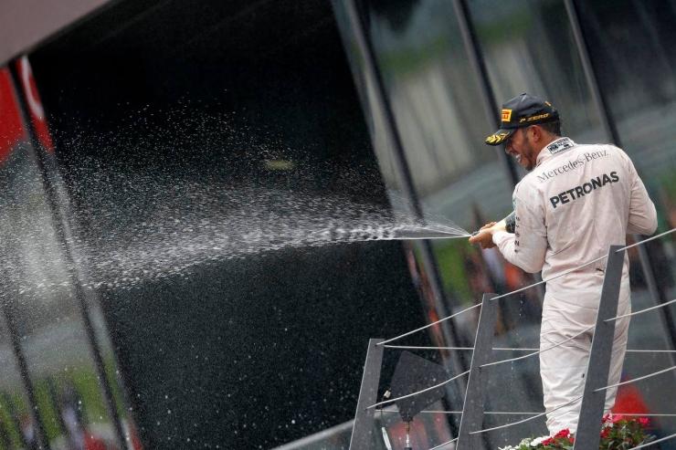 Formula 1 Austria: Hamilton câștigă în ultimul tur al unei curse entuziasmante