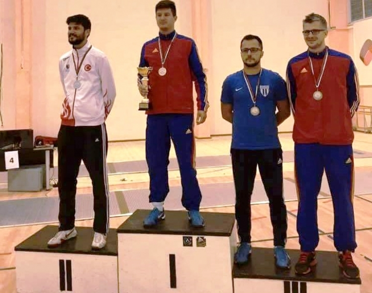 Adrian Szilagyi de la CSM Satu Mare, campion balcanic la spadă