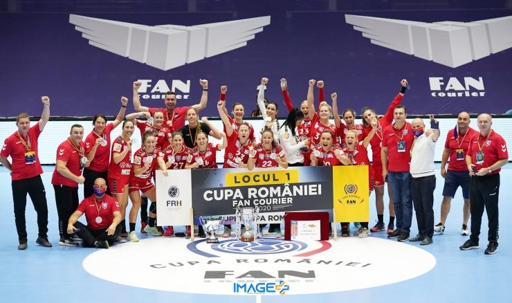 Handbal feminin | SCM Râmnicu Vâlcea a câştigat Cupa şi Supercupa României