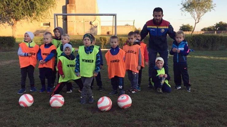 Răzvan Nintaș pregătește cea mai mică grupă de fotbaliști din județ