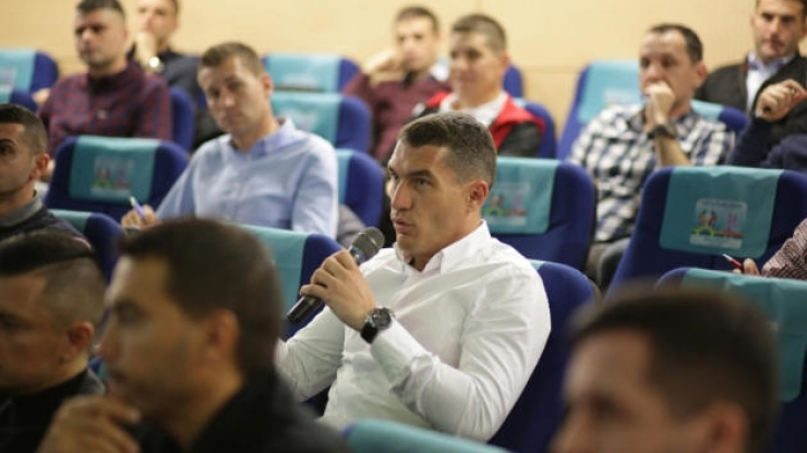 Arbitri | Istvan Kovacs participă la cursurile arbitrilor din Liga 1. Pregătire teoretică pentru VAR, la sediul FRF