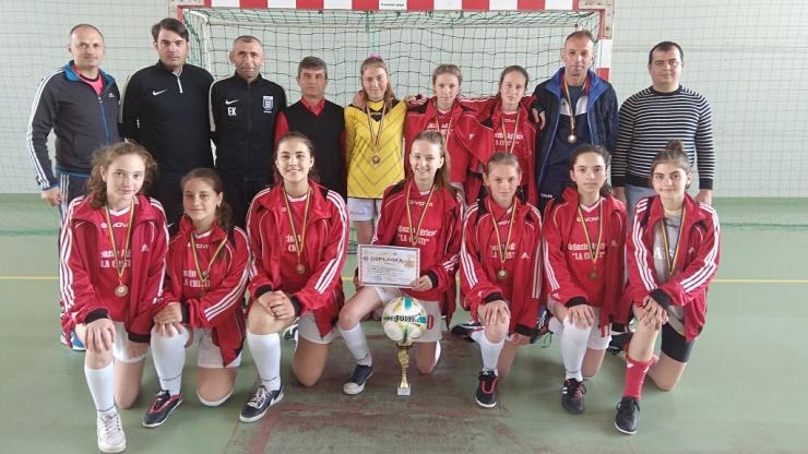 Fotbal | Fetele de la Școala din Bârsău au încheiat pe podium faza regionalăa Olimpiadei Gimnaziilor